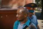 Кадр из фильма «Вождь разнокожих»